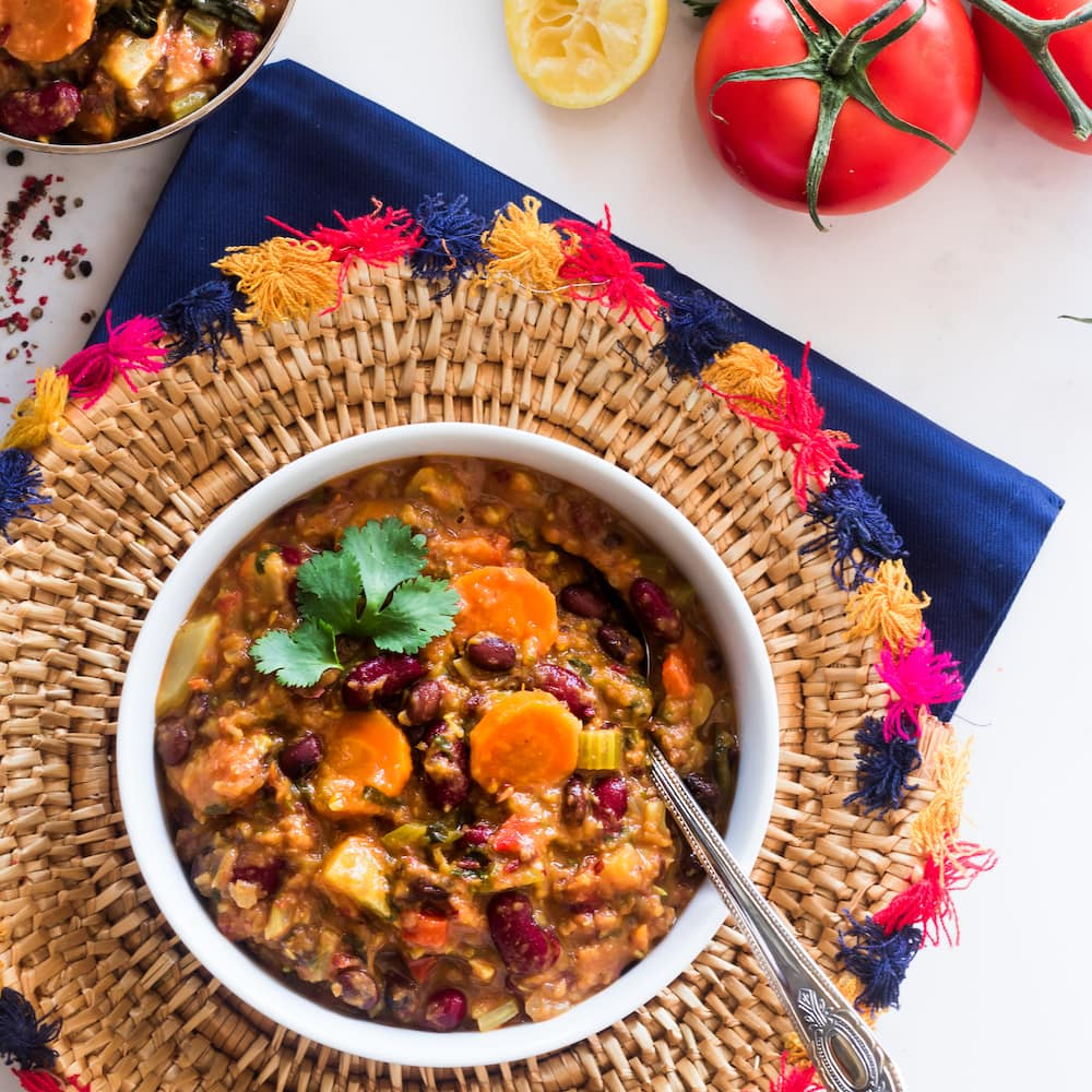 The Hearty Soul - Delicious superfood vegetarian chilli recipe filled with inflammation