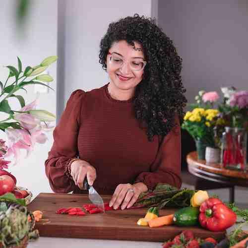 Desiliciousrd Shahzadi Devje chopping vegetables in her kitchen